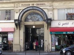 Passage Choiseul et passage Sainte-Anne - English: Entrance of the passage de Choiseul at rue Saint-Augustin, in Paris