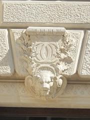 Théâtre de l'Opéra-Comique, dit salle Favart - English: Monogram on the facade of the l'Opéra Comique (Salle Favart), Paris 2nd arr.
