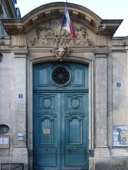 Ecole communale - English: Entrance gate of number 3, rue Béranger, in Paris.