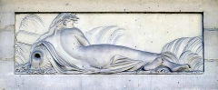 Fontaine publique des Haudriettes - English: Bas-relief of a naiad on the Haudriettes Fountain (1764) in Paris