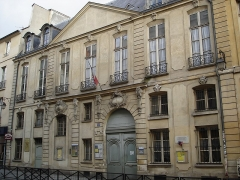 Hôtel de Gourgues - English: Hôtel (Mansion) Gourgues ou Montrésor, located 54 rue de Turenne in Paris (3eme arrondissement). Built in the 17 / 18 century with a double ornamented entrance. Now transformed into an elementary school.