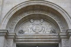 Ancien hôtel de Saint-Aignan (ou hôtel d'Avaux, de Rochechouart, d'Asnières), actuellement musée d'art et d'histoire du Judaïsme - Deutsch: Hôtel de Saint-Aignan, 71, rue du Temple im 3. Arrondissement von Paris, Tympanon am Eingang zum Hauptgebäude