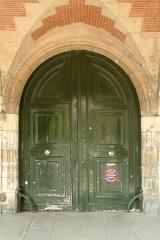 Hôtel de Tresmes  , dit aussi hôtel de Gourgues - English:  Door of 26 Place des Vosges, Paris.