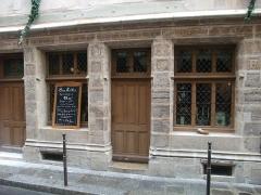 Maison dite de Nicolas Flamel - English: The house of Nicolas Flamel, now a restaurant, in Paris.