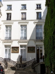 Maison - English: Entrance of the galerie Emmanuel Perrotin at 76, rue de Turenne in Paris