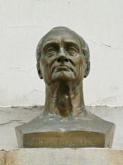 Temple de l'Humanité ou du Positivisme -  Antoine Étex,Auguste Comte, buste en bronze sur la façade de la chapelle de l'Humanité (Paris)