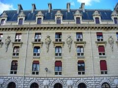 Pavillon de l'Arsenal, actuellement bibliothèque de l'Arsenal -  Caserne de la Garde républicaine, bd Henri IV à Paris (à côté de la bibliothèque de l'Arsenal)