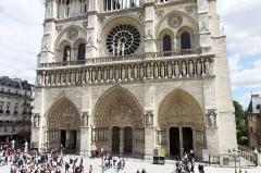 Cathédrale Notre-Dame -  Vue de la cathédrale Notre-Dame de Paris depuis l'esplanade temporaire.