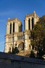 Cathédrale Notre-Dame - Vue de la cathédrale depuis un bateau-mouche.