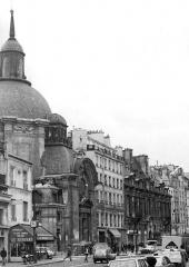 Temple du Marais ou temple Sainte-Marie (ancienne chapelle du couvent des filles de la Visitation dite église de la Visitation) -  Paris, rue Saint Antoine, in year 1981: Temple de la Visitation Sainte-Marie.