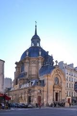 Temple du Marais ou temple Sainte-Marie (ancienne chapelle du couvent des filles de la Visitation dite église de la Visitation) -  rue Saint-Antoine, Paris Bâtiment construit de 1632 à 1634 (couvent et église) à l'initiative de la religieuse Jeanne de Chantal, propriétaire et mère supérieure du futur couvent. Le dôme peut être considéré comme une première esquisse des Invalides. Sur les plans de François Mansart, sa construction a été assurée par l'entrepreneur maître-maçon Michel Villedo. Il s'agissait d'une église catholique (