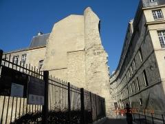 Enceinte de Philippe-Auguste - English: Former poterne Saint-Paul of the enceinte de Philippe Auguste, rue Charlemagne, Paris IVe arrondissement, France.