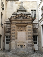 Fontaine dite de Jarente -  Fontaine de Jarente, impasse de la Poissonnerie, Paris.