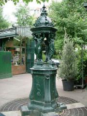 Fontaine Wallace (deux) - English: Wallace fountains (Louis-Lépine place) - Paris