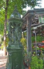 Fontaine Wallace (deux) -  Sir Richard Wallace drinking fountain, Paris.