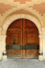 Hôtel d'Angennes de Rambouillet - English:  Door of 20 Place des Vosges, Paris.