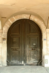 Hôtel d'Asfeldt - English:  Door of 16 Place des Vosges, Paris.