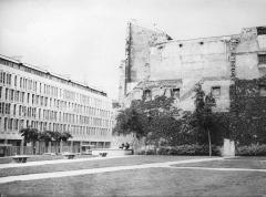 Hôtel d'Aumont -  Paris, Cité Internationale des Arts, vue prise depuis les jardins de l'Hôtel d'Aumont (hôtel non visible sur cette photo), direction sud-ouest, en 1981