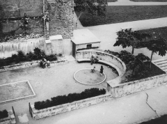 Hôtel d'Aumont -  Paris, garden between the hôtel d'Aumont and the Cité Internationale des Arts, 4ème arrondissement, in year 1981