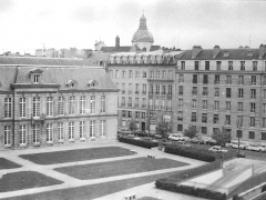 Hôtel d'Aumont - English: Hôtel d'Aumont, rue des Nonnains-d'Hyères (4th arrondissement), Paris in year 1981