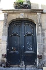 Hôtel Brulart - Deutsch: Wagentor in Paris (4. Arrondissement), 25 rue des Écouffes