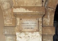 Hôtel de Fourcy - Français:   Plaque à côté de la porte du 8, place des Vosges: «Le poète Théophile Gautier a vécu dans cette maison de 1828 à 1834»