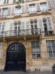 Ancien hôtel de Jassaud -  quai d'Anjou, ou quai de Bourbon, des plaques à toutes les portes. A la mémoire des lieux. Camille Claudel, sculpteur