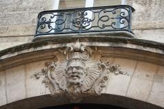 Hôtel  , dit Hôtel Le Rebours - Deutsch: Hôtel Le Rebours im Marais im 4. Arrondissement in Paris (Île-de-France/Frankreich), Maskaron an der Fassade zur Straße