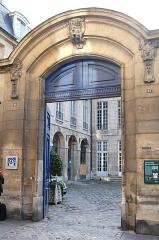 Hôtel Le Tellier ou Barbes (ancien hôtel Deniau de Fontenay ou de Coulanges) - English: Hotel de Coulanges, Le Marais, Paris, France