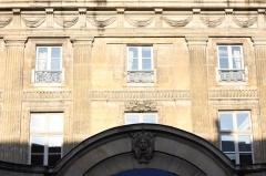 Hôtel Le Tellier ou Barbes (ancien hôtel Deniau de Fontenay ou de Coulanges) - Deutsch: Hôtel de Coulanges in Paris, 35-37 rue des Francs-Bourgeois, Blick zum Haus gegenüber