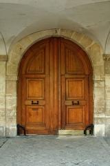 Ancien hôtel de Montmorin - English:  Door of 3 Place des Vosges, Paris.