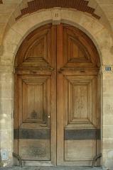 Ancien Hôtel Pierrard, dit aussi hôtel Colbert-de-Villacerf ou de Creil ou Voisenon - English:  Door of 11 Place des Vosges, Paris.