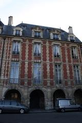 Hôtel de la Salle  ou hôtel Castelnau ou hôtel de Rotrou - Deutsch: Hôtel de la Salle in Paris, 5 place des Vosges