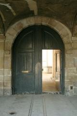 Hôtel de la Salle  ou hôtel Castelnau ou hôtel de Rotrou - English:  Door of 5 Place des Vosges, Paris.