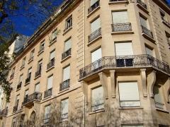 Immeuble -  La maison où est décédé Georges Pompidou, 24 quai de Béthune à Paris. Photo amateur prise par moi-même.
