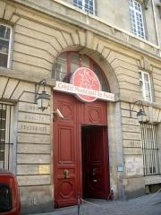 Immeuble du Crédit Municipal - English: Entrée principale du Crédit municipal de Paris, 55 rue des Francs-Bourgeois, Paris 4e.