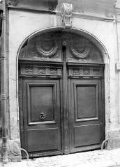 Immeuble situé 22 rue Geoffroy-l'Asnier (Paris IVe arr.) -
