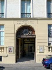 Immeuble - English: Quai d'Orléans - Paris