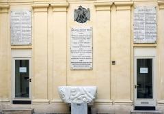 Immeuble - Français:   Quai d\'Orléans (n°6 entrée de la bibliothèque polonaise) - Paris IV