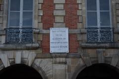 Immeuble - Deutsch: Paris, 2bis place des Vosges, Gedenktafel für Madame de Sévigné