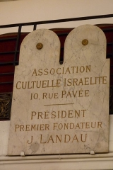 Synagogue - Deutsch: Gedenktafel in der Synagoge rue pavée in Paris