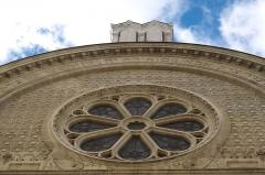 Synagogue - Deutsch: Synagoge der Rue des Tournelles in der Rue des Tournelles im 4. Arrondissement in Paris, Fassade mit Rosette und Gesetzestafeln