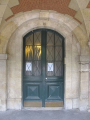 Synagogue - Čeština: Synagogue de la rue des Tournelles, entrée de la Place des Vosges