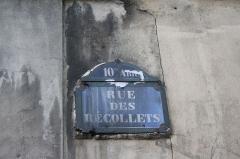 Ancien couvent des Récollets ou ancien hôpital Villemin - Deutsch: Straßenschild: Rue des Récollets, benannt nach dem ehemaligen Rekollektenkloster Couvent des Récollets im 10. Arrondissement von Paris