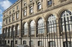 Gare de l'Est - Deutsch: Gare de l'Est (Ostbahnhof) im 10. Arrondissement in Paris (Île-de-France/Frankreich), Fassade zur Rue du Faubourg Saint-Martin