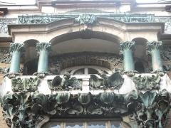 Immeuble - English: Close-up of the building in Art Nouveau style: 14 Rue d'Abbeville, Paris 10th arr.