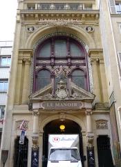 Anciens magasins de vente des faïenceries de Choisy-le-Roi - Français:   Rue de Paradis (n°18: entrée) - Paris X