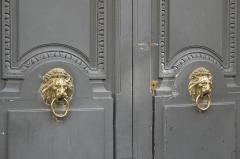 Maison, ancien hôtel Titon - Deutsch: Hôtel Titon, 58, rue du Faubourg Poissonnière im 10. Arrondissement von Paris, Türklopfer, Darstellung: Löwenkopf