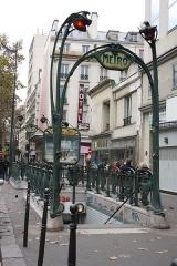 Métropolitain, station Château d'Eau - Deutsch: Paris; Metroeingang Château d'Eau 49-51 Boulevard de Strasbourg, gestaltet von Hector Guimard