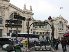 Métropolitain, station Gare du Nord - Deutsch: Paris; Metroeingang Boulevard de Denain/Place Napoléon III der Linie 4 und 5, gestaltet von Hector Guimard